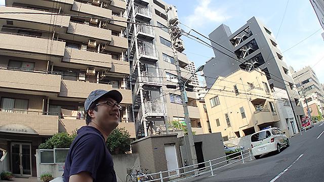 近所に住んでいるライター西村さんである。