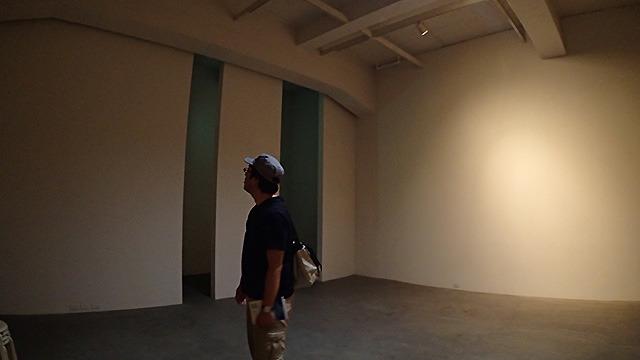 もともとが倉庫なので天井が高くて気持ちのいい空間です。