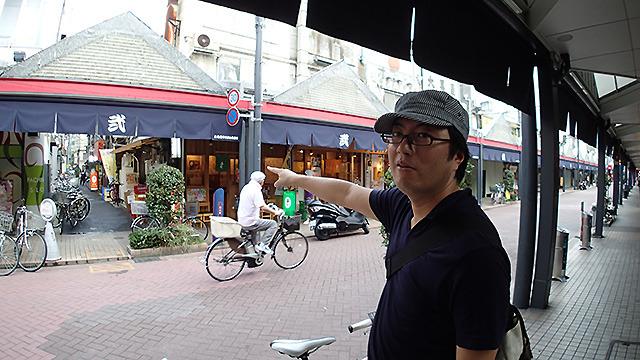 この道沿いにあったレバーフライ屋さんがうまかったんですが、と変わりゆくニューヨークの町を憂う西村さん。