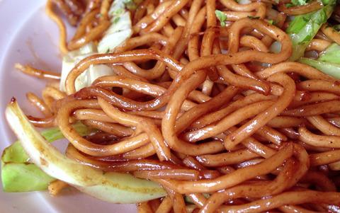 ドラゴン珍来は、「龍のひげ」とも呼ばれる麺を使用しているんだ☆(嘘)