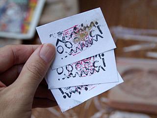 できあがった作品に応じて、カタ屋が独断で点をくれる。この点がカタ屋での通貨となり、カタ、色、粘土が買える。