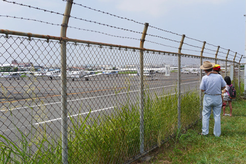 子どもたちもいることはいた。この日の大阪、気温37~8℃。熱中症と隣り合わせ。