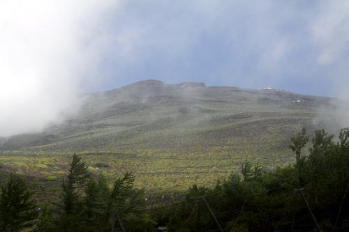 わずかな雲の切れ目から上方が見えた……が、今回は登らない