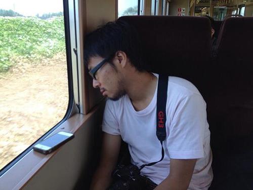 松江組は昨日夜更かしした地主くんが寝始めた。