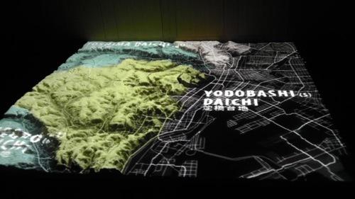 こういう東京の模型を見ながら聞きました。