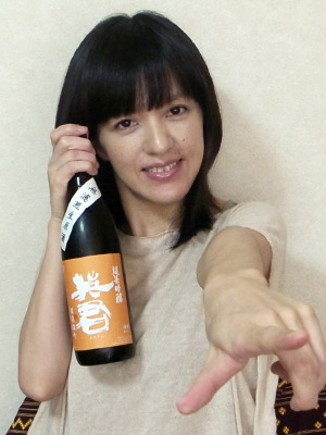 店主の丹羽さくらさん。日本酒以外ではロードバイクとももいろクローバーZが好きだそうです。
