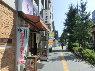 まず昭和通り沿いに1軒