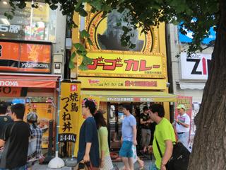 歩行者天国沿いの中央通り店は健在だが