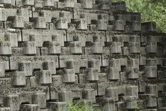 同じ形のブロックを積み上げてあるけど