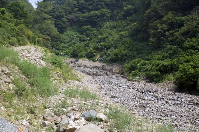 立派な砂防ダムがあるの見えるだろうか