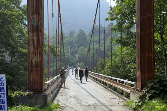 何やら年季の入った吊り橋にやってきた