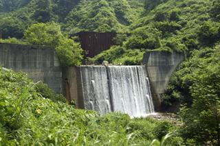 特徴のない砂防ダムは完全にスルーという潔さもいい