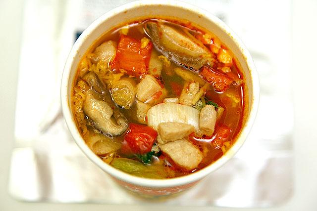 中華三昧シリーズなので麺もスープも美味しいし、そこに極食が加わったら最強ですわ。
