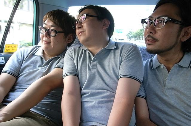 お昼ご飯のことをそれぞれに考える3人
