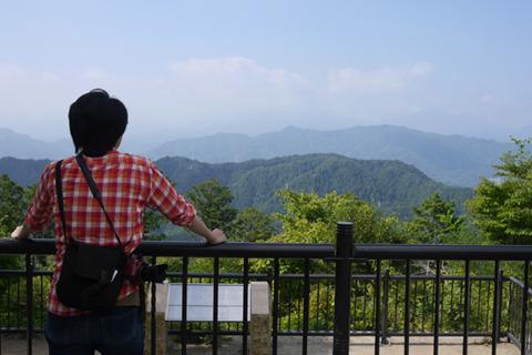 遠くには富士山が。ヤッホーか……いや、いくぞ、ああー!