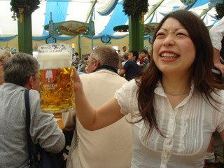 ビール大好き、春夏秋冬ほぼ毎日ビール、もし朝まで飲んでも最後までビール1本やりという私にはきびしい現実である(写真の記事</a>)