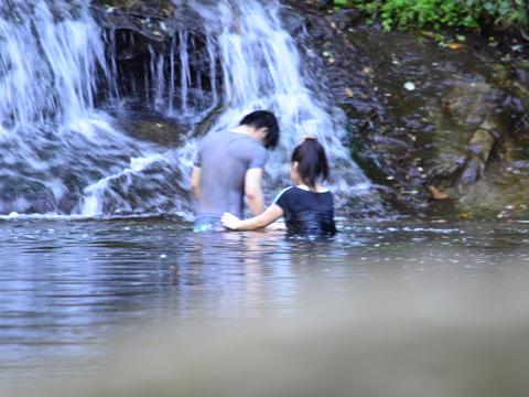 なんだか盗撮みたいになってしまった。滝を見に来たはずなのに。