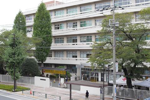 府中運転免許試験場は最寄り駅からバスで。食堂目当てでないと行かないアクセス。