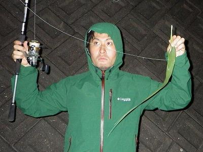 うわっ、バカっぽい…。どう見ても魚釣りをよく分かっていない人にしか見えないが、こちらは心の底から本気だ。