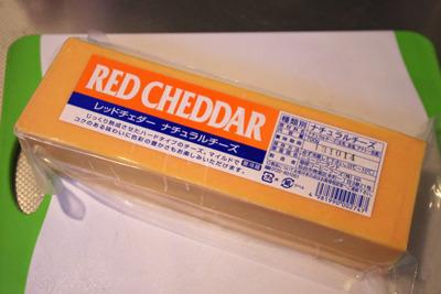 チェダーチーズ買った。なんか怪しい大きさ。