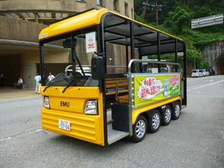 駅と旅館を循環する電気バスも走っている