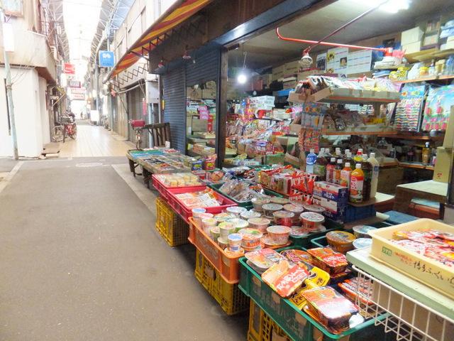 商店街がほとんどシャッター閉まっている中、ギラギラ営業している
