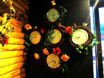 5つある時計は止まったままだし。