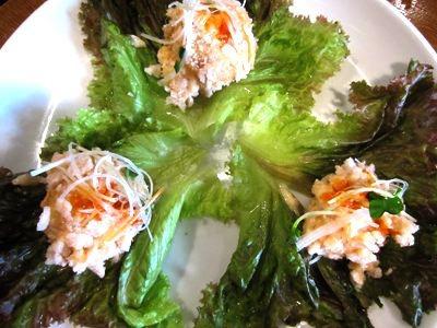 海老マヨ450円、レタスに包んで食べる。めっちゃ美味いんですけど…。