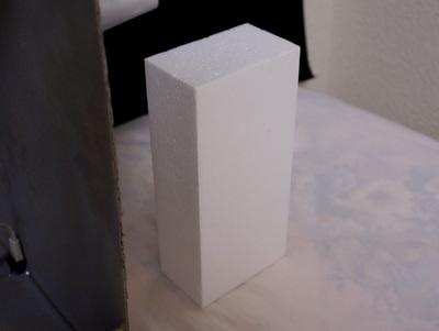 用意するのはスチロールの長方形ひとつ。