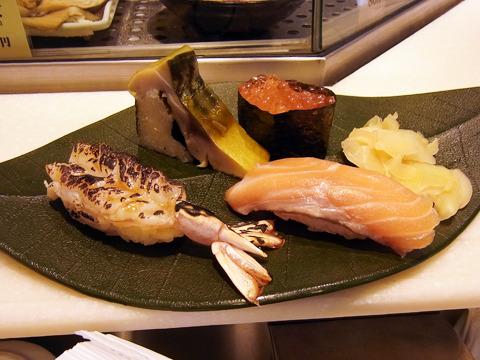 35分を超えタイムオーバーだ。結局よく行く立ち食い寿司屋に行った