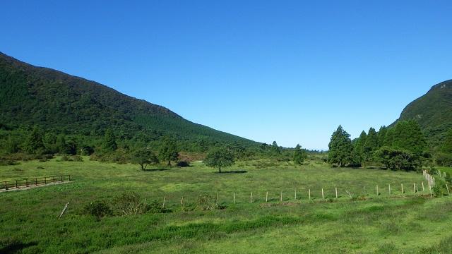 牧場は高原に多いのでたいてい空気は澄んでいる。しかし、ほのかに家畜の落し物が香るのも事実。