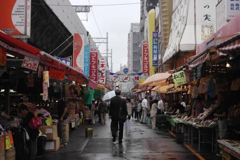 ずーっと「上野アメ横」の気分で歩いていると、