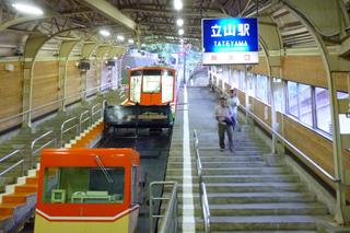 富山県の立山駅からはケーブルカー、
