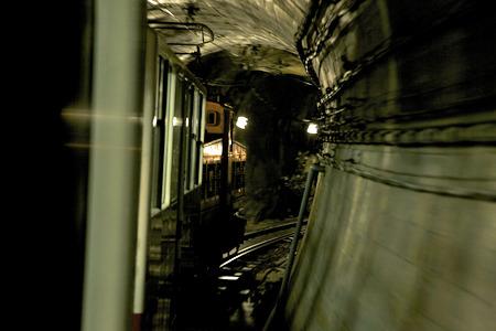 通常関係者しか通れないトンネルを進む