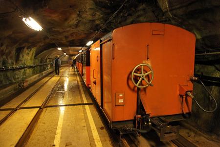 いつの間にか宇奈月から一緒に来た貨車もエレベーターで上げられて後ろに連結された