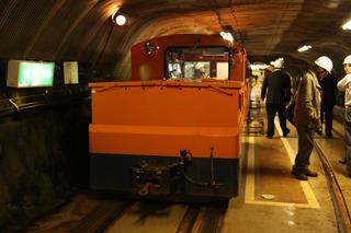 いかにも業務用の機関車