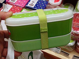 このお弁当箱をラボに持っていってみなさいよ。絶対キムワイプって言われる。