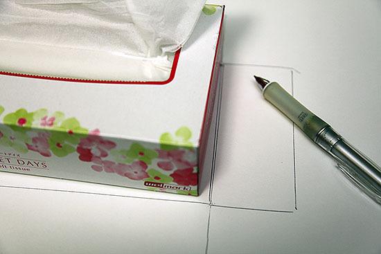 まずはケント紙で外張りを作る。寸法は現物合わせである。