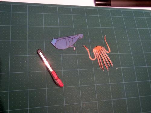 ハトやタコなど身体だけ紙で作る