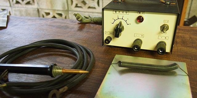 電気で書きます。