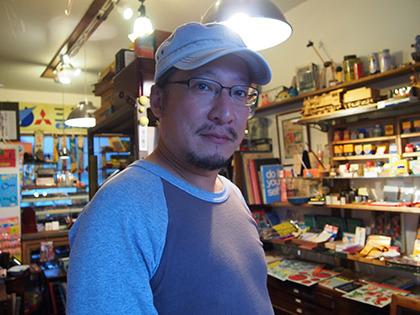 三代目店主の古文具マスター・中村さん。