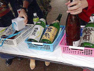 1996年醸造の松の司純米大吟醸生酒とか1997年醸造の奥播磨大吟醸別仕込鑑評会出品酒生酒とか。蔵にも残っていない、とんでもない酒が特別価格で販売された。主催者じゃなければ買って飲みたかった。