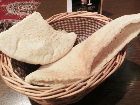 なお、ピタパンはパレスチナの主食。このあとの料理でも大活躍する