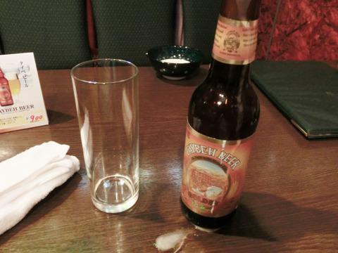 パレスチナ唯一の地ビール「タイベビール」。現地サマリア山脈からの清冽な水を使用。外国産ビール特有のクセはまったくなく王道のうまさ。日本が誇る金持ちビールことエビスビールに少し似ている