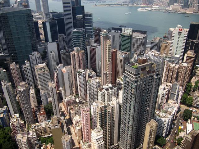 香港ってこういうところだ。狭い場所ににょっきにょっきとビルが生えている。