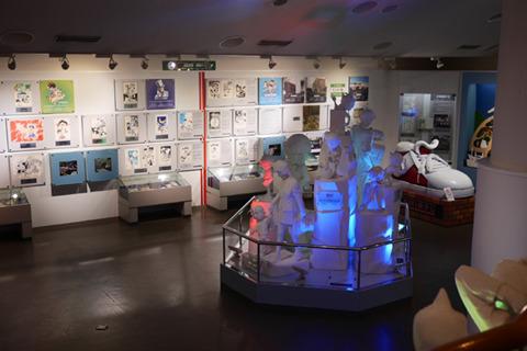 記念館は新しくてけっこうおもしろい。原画や執筆の映像を見てると本作を知らなくても圧倒される。