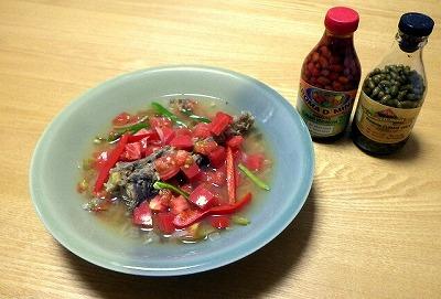 あっという間に完成。好みでピメンタ(唐辛子)を漬けた酢やタバスコを振って食べるとか。