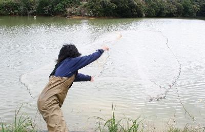だってさー、その辺の池や川で投網を一発打ったら