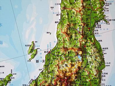 粟島の食堂に張ってあった地図より。真ん中あたりにある小さな島が粟島。