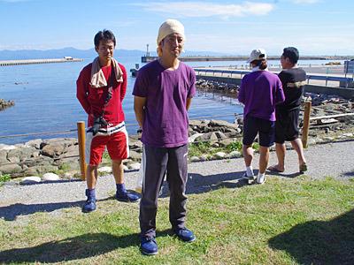 手前が前年度第2週のチャンプで、左奥のマッカチンが初参加のチャンプの同僚。右の二人は与平のご主人と奥さん。